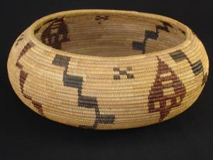 A Yosemite Paiute tightly-woven degikup basket