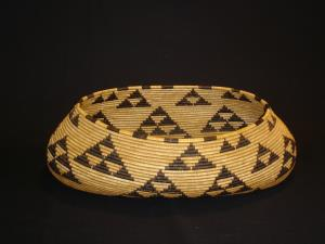Pomo oval basket Ex: Favell Museum